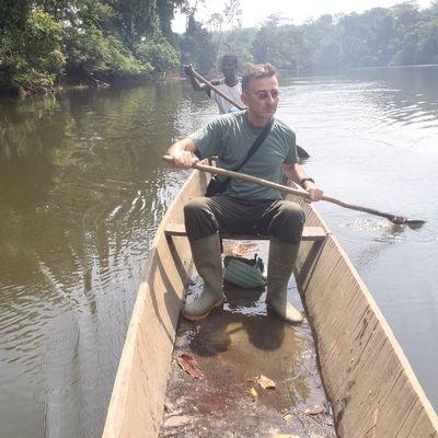 Côte d'Ivoire, Tai: canoe ride on the Cavally river in Tai close to Tai national Park, in western Côte d'Ivoire.