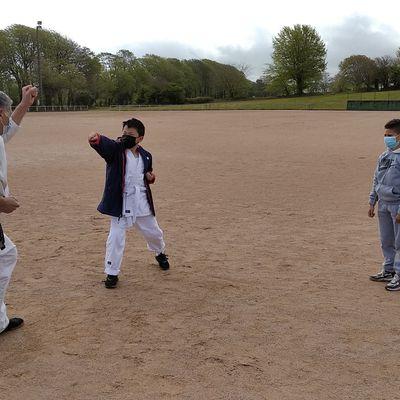 Pierrot dispense un des derniers cours des jeunes en extérieur
