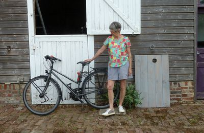 Tenue vélo compatible: short Goji et blouse Deer and Doe.