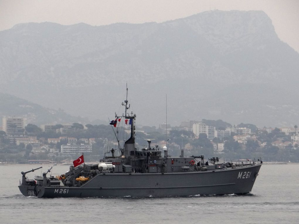 EDREMIT  , M 261 , dragueur de mines de la marine turque  , appareillant de Toulon le 02 octobre 2017
