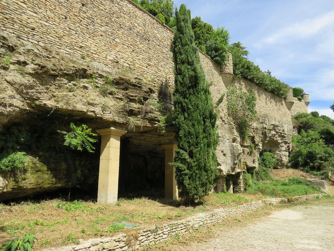"""Haut lieu touristique du Luberon en Vaucluse, """"Un des plus beaux villages de France"""""""