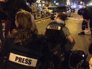 """Attaques terroristes à Paris. Hollande décrète l'état d'urgence sur l'ensemble du territoire français. 1500 militaires déployés dans Paris. """"129 morts et 352 blessés"""" selon un bilan provisoire"""