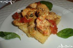 Émincés de poulet marinés aux épices sur tarte de polenta