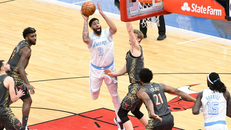 Anthony Davis guide les Lakers contre les Bulls de Chicago