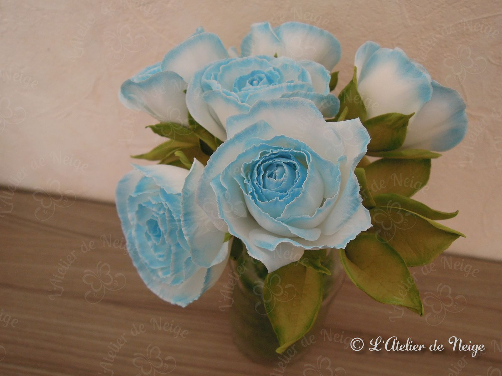 058 - Bouquet de Roses Bleues et Blanches Communion Alice 11 avril 2021
