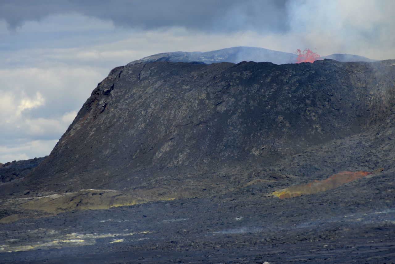 Fagradalsfjall eruption - the active cone which closes - photo © Thierry Sluys 06/14/2021