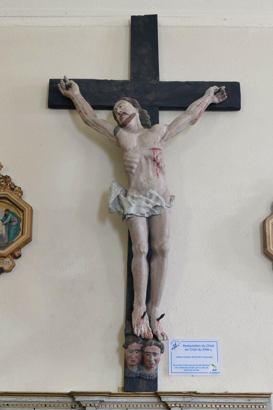Christ en croix (bois polychrome, XVIIe, restauré), église Saint-Laurent de Kairon. Photographie lavieb-aile 15 mai 2021.