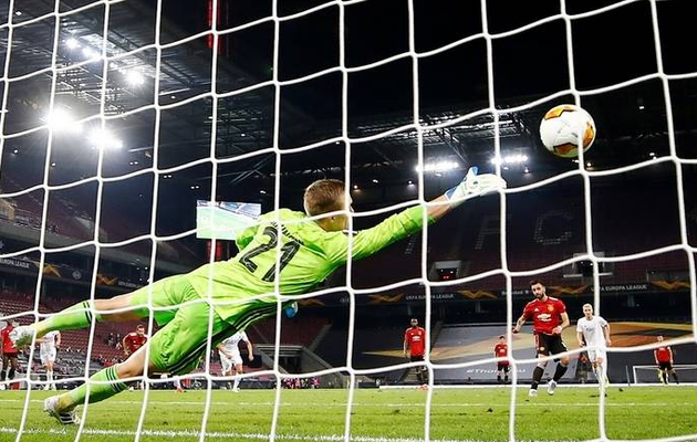 Extra-time Bruno Fernandes penalty sends Manchester United into Europa League semis
