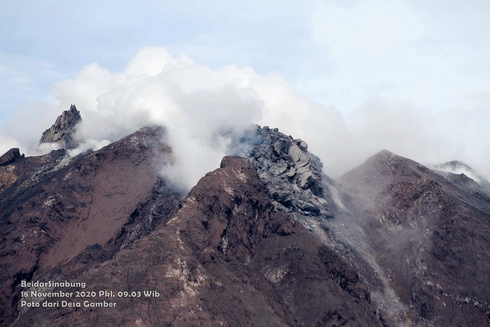 Sinabung - the dome on 11/18/2020 / 9:03 a.m. WIB, from a different perspective - photo Firdaus Surbakti / Beidar Sinabung