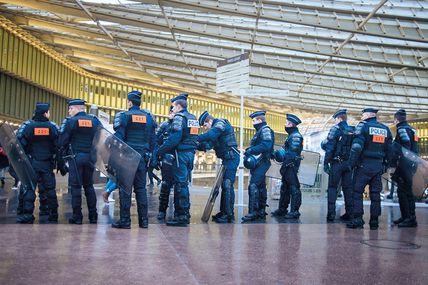 Par delà un état d'urgence devenu presque (!?) permanent, les libertés fondamentales au couperet sécuritaire.