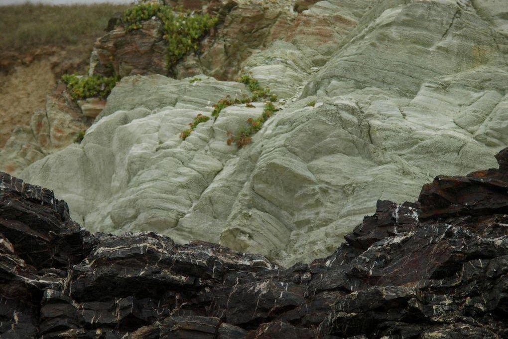 Ceux qui connaissent la Vendée savent peut-être qu'il existe un site géologique en bord d'océan, entre St-Gilles-Croix-de-Vie et Les Sables: Brétignolle. Pour ceux s'intéressent à la géologie et la minéralogie, c'est le pied!Michel Battegay.