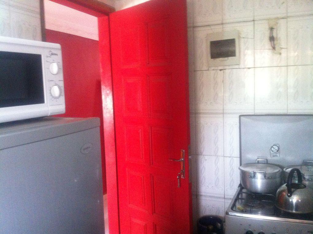 Studio meublé avec toutes les commodités: chambre - douche Wc - cuisine - Canal - wifi. Location: 30 000 fr - 45 Euros. Tél: 00 225 22 49 47 95 - 00 225 49 29 87 89.