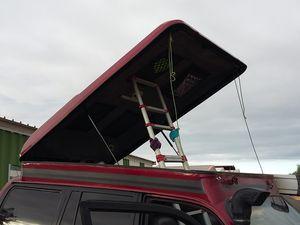 """Modif du système d'ouverture de la """"roof tent"""".....non l'échelle restera pas..c juste pour ajuster les vérins ."""