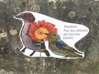 dessins d'oiseaux par des enfants affichés en grand au festival de la reynerue un dimanche au bord du lac sur charlotteblablablog
