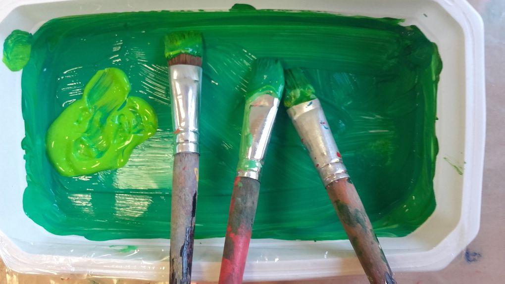 1. Peintures choisies, mélanges pour obtenir différents verts et réalisation des fonds.