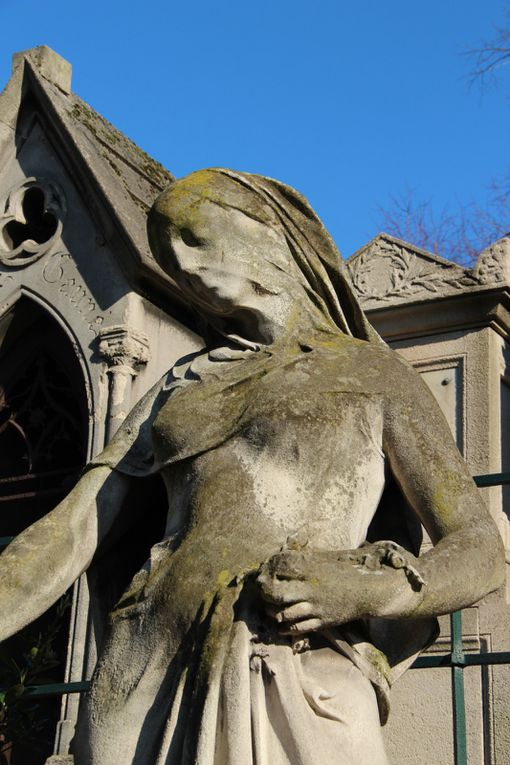Père-Lachaise, statuaire
