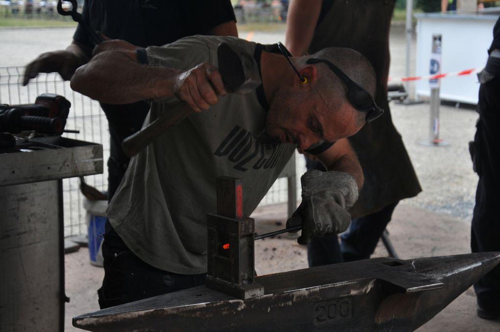 Pour le festival de l'escargot, les ferronniers sont là pour les antennes. (3 photos)