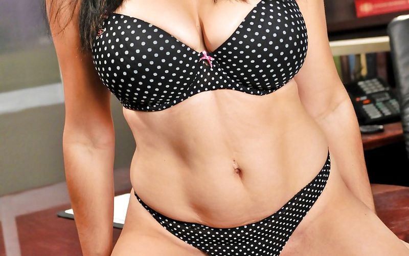 Most gorgeous female escorts in Vadodara for 100% physical satisfaction