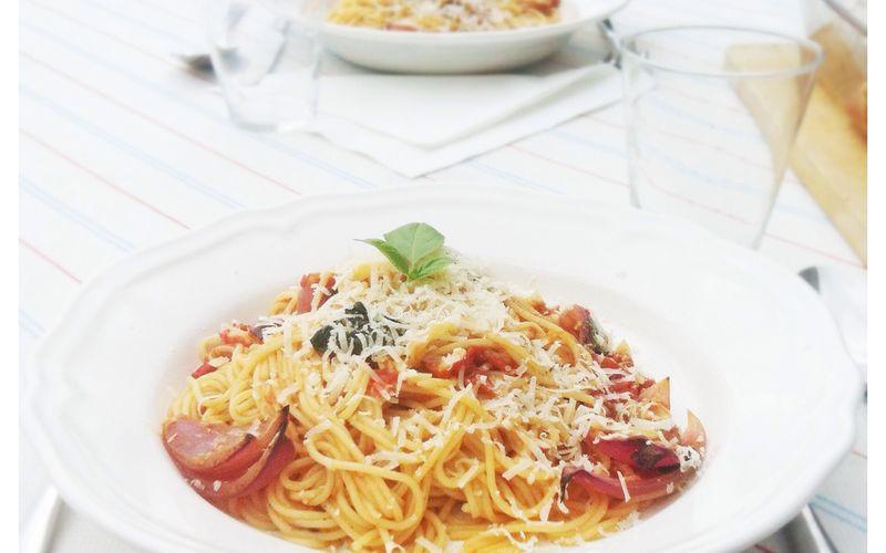 - Spaghetti aux tomates cerises, oignon rouge et ail rôtis -