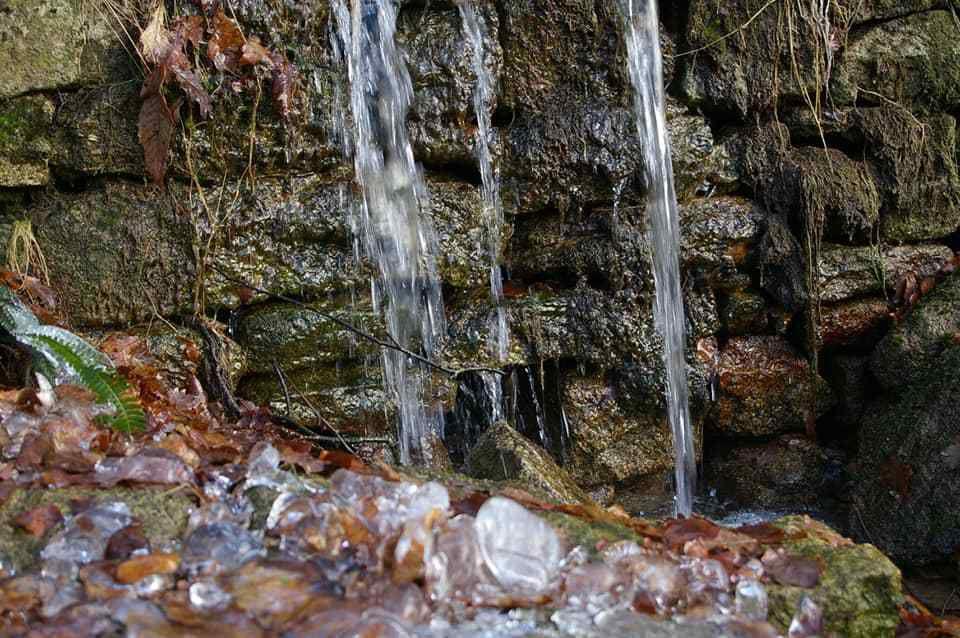 Diaporama de quelques photos de Cécile prises sur son fb... ... Les ruisseaux chantent si fort que nous les avons parcourus plusieurs heures durant...