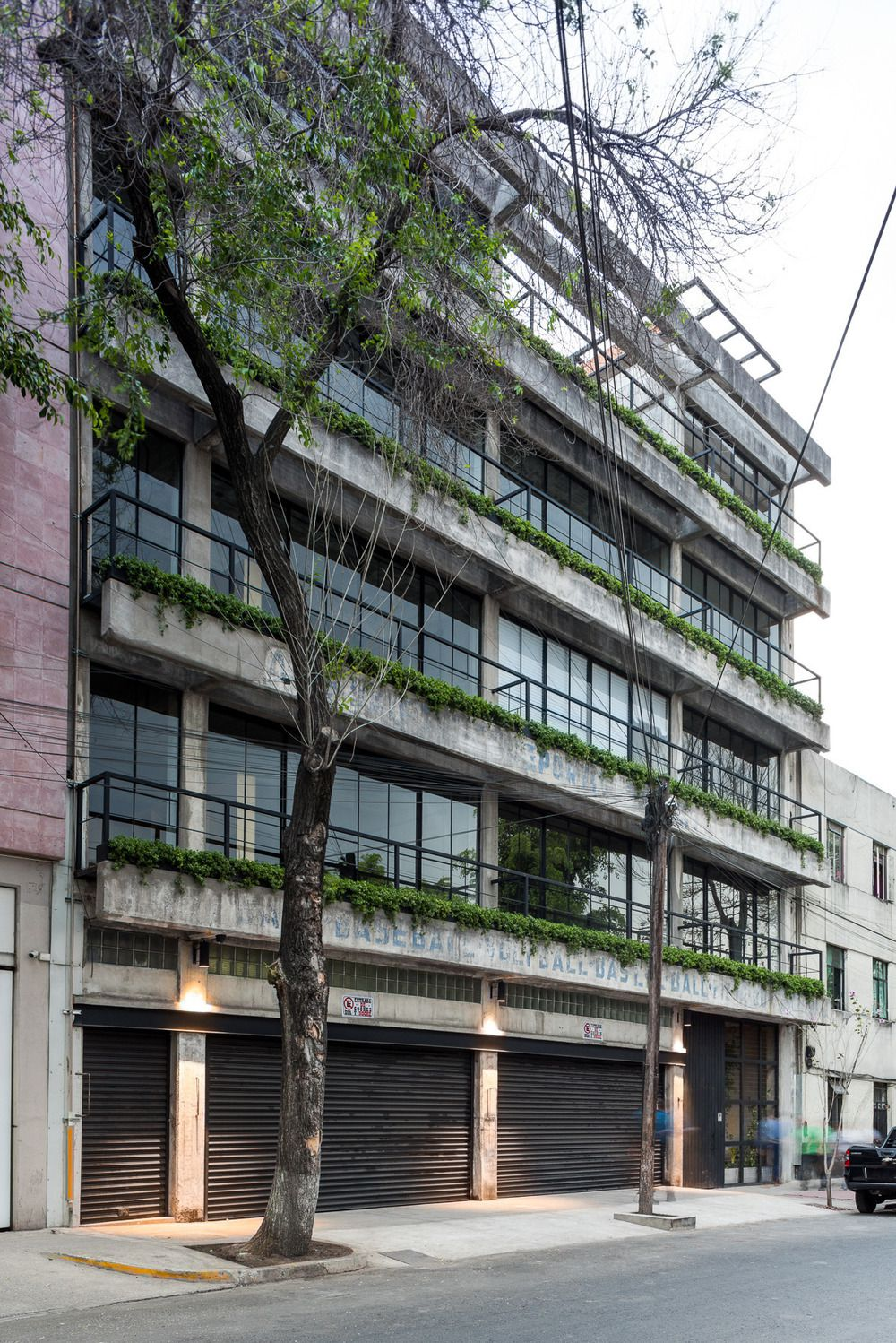 DR. ATL 285 BUILDING IN MEXICO CITY, BY ALFONSO QUIÑONES, OF BAAQ´
