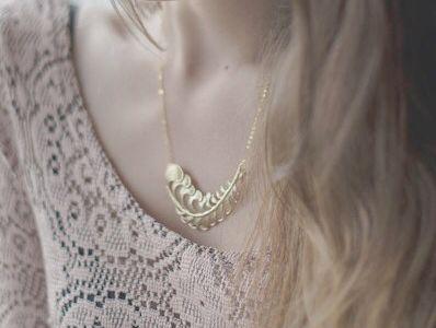 Bijoux en feuilles d'or et d'argent