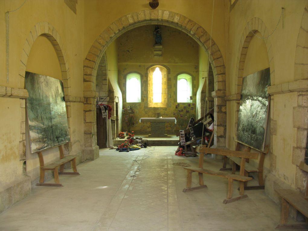Installation du 8 mai 2011 à Notre-Dame-de-la-Victoire, Valognes (50), par Philippe Lefebvre, peintre, avec le concours de Stéphanie Mugnier, soprano, et Julien Deshayes, responsable du Patrimoine.
