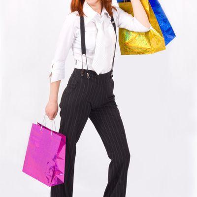 Avec quoi assortir un sac à main violet ?