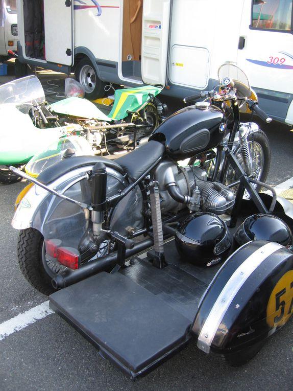 Courses d'endurance motos anciennes et side car