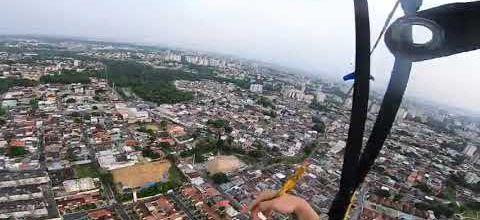 Un skydiver dans le mur !