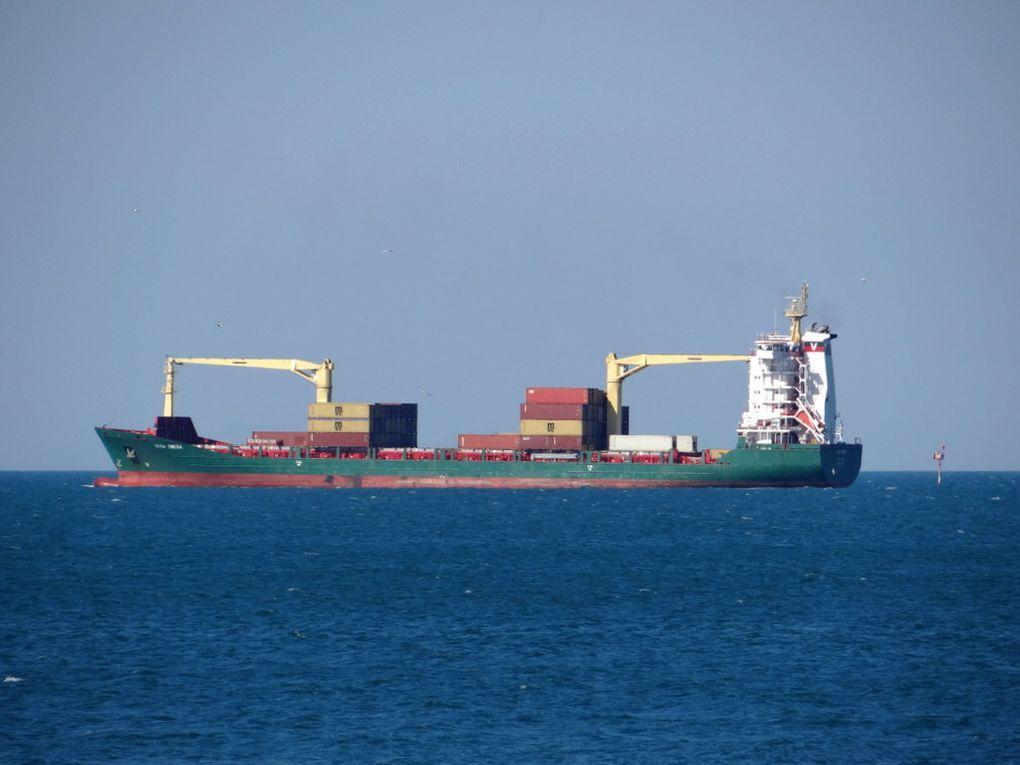 VEGA OMEGA  , appareillant de Fos sur Mer  le 27 mai 2015