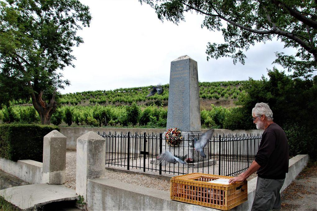 Une parenthèse avec le momument pour les morts de 14/18 avec un lâché de pigeons et de la colombe de la paix (6 photos)