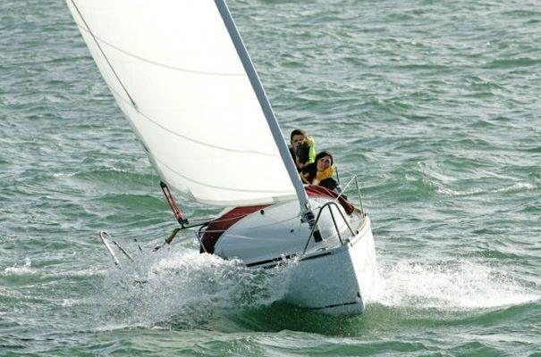 L'Ikone JS, le voilier transportable ludique et sportif