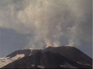 Etna NEC - respectively at 3:45 p.m.and 4:51 p.m. (cam therm) on 03/04/2016 - Doc. INGV Catania