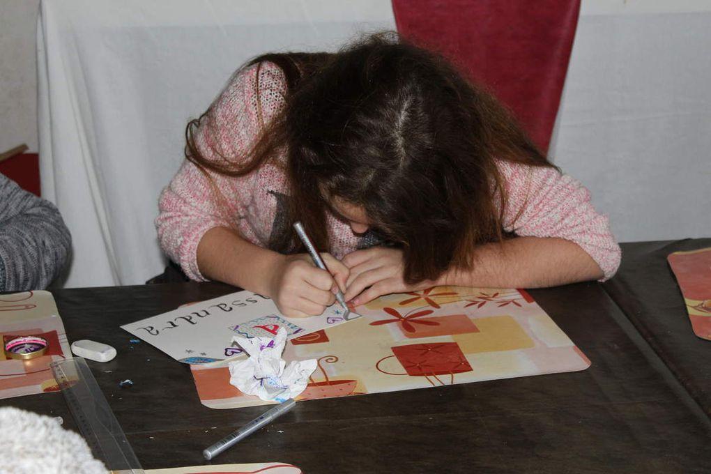 ... pour finir par l'atelier de calligraphie médiévale.