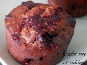 Muffins à l'épeautre coeur de confiture de fraises et pépites de chocolat au lait {sans sucre ajouté, sans beurre}
