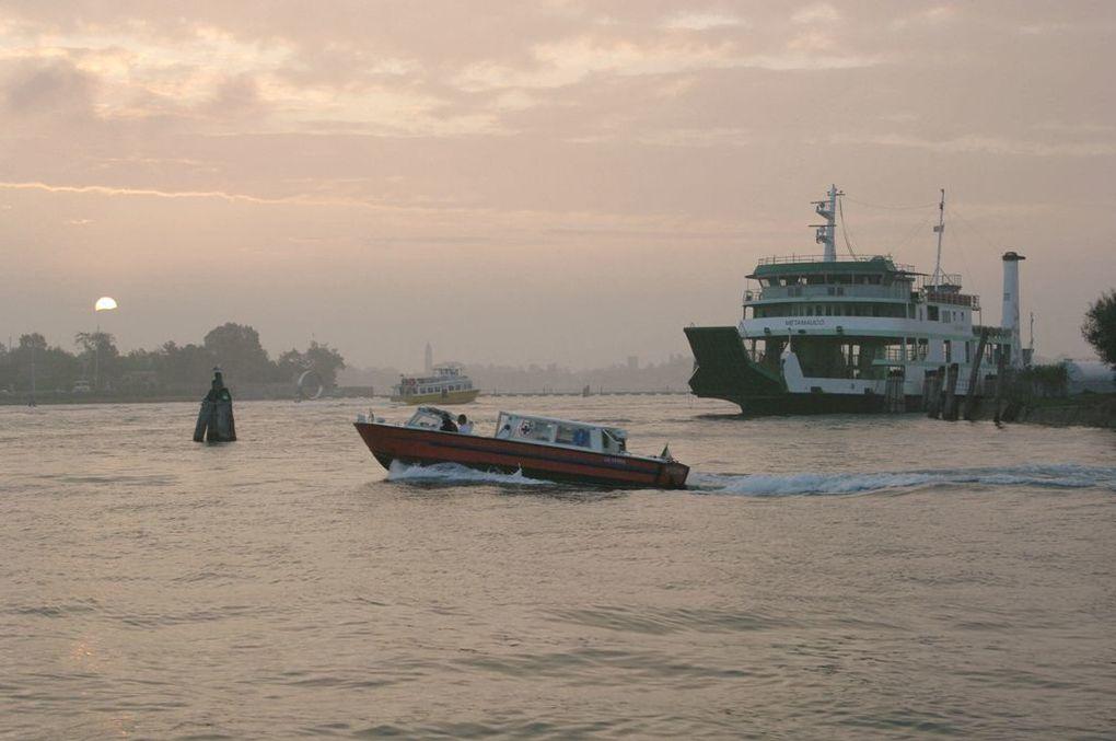Venise, images de la lagune au quotidien. Un reportage de Claude Bertrand.