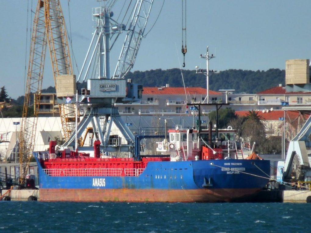 EEMS  SPRINTER    , dans le port de Toulon / Brégaillon