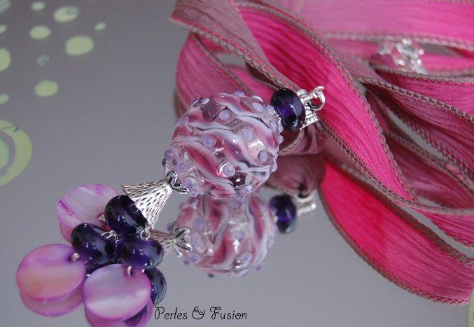 Sautoirs (colliers longs environ 70 cm) avec des perles en verre filées au chalumeau par mes soins.