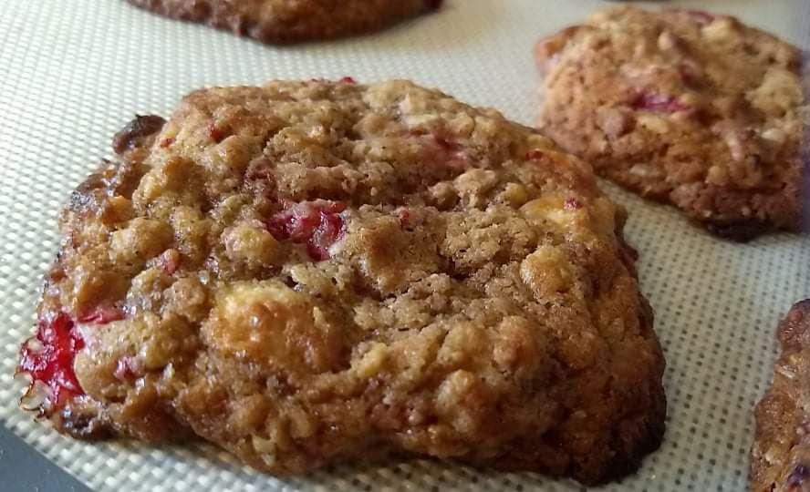 Des cookies aux groseilles et au chocolat blanc