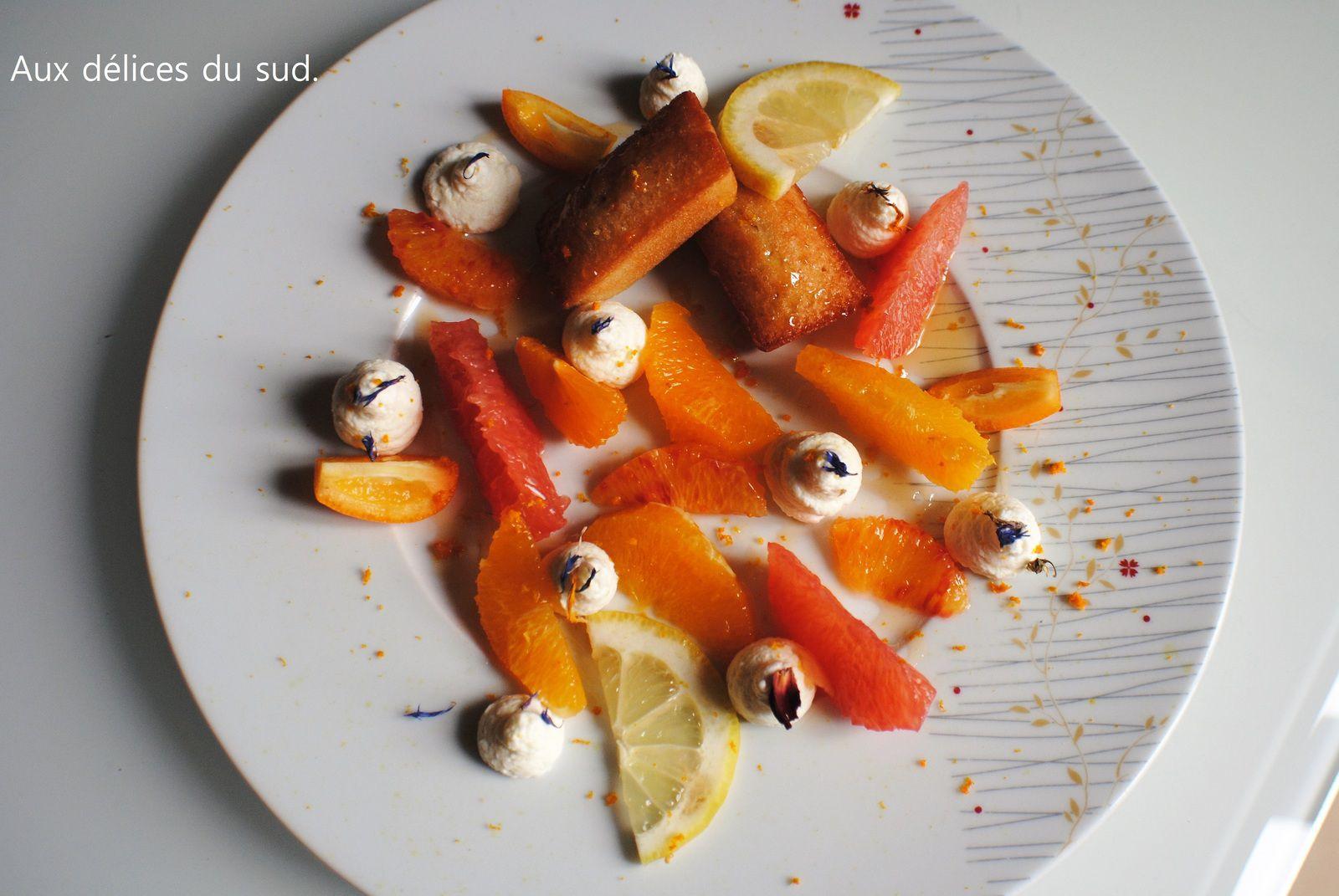 Dessert vitaminé , agrumes , miel et financiers à l'amande amère .