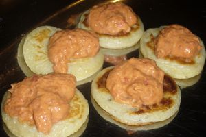 Blinis avec une crème au chorizo et poivron