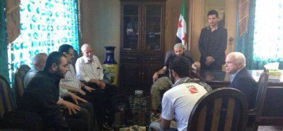 France24 tente de démentir la photo de John McCain et Ibrahim al-Baghdadi