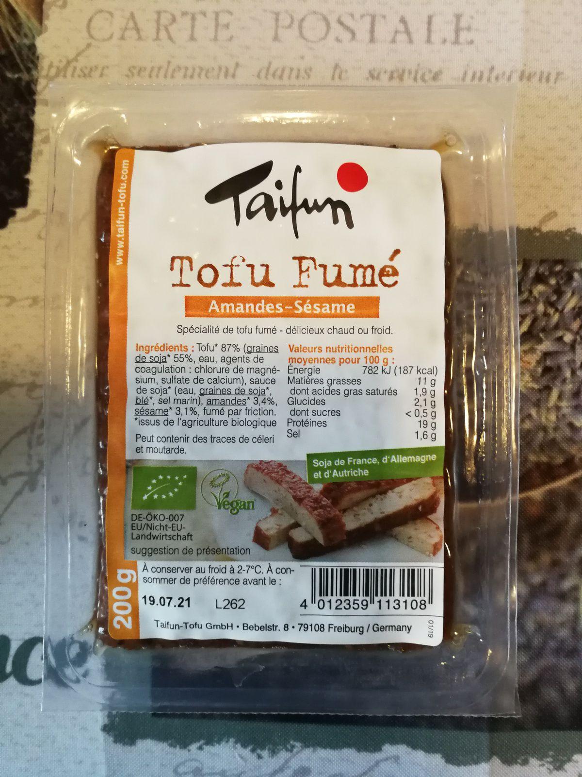 Pâtes aux petits pois, asperges vertes, champignons, tofu fumé & crème amande
