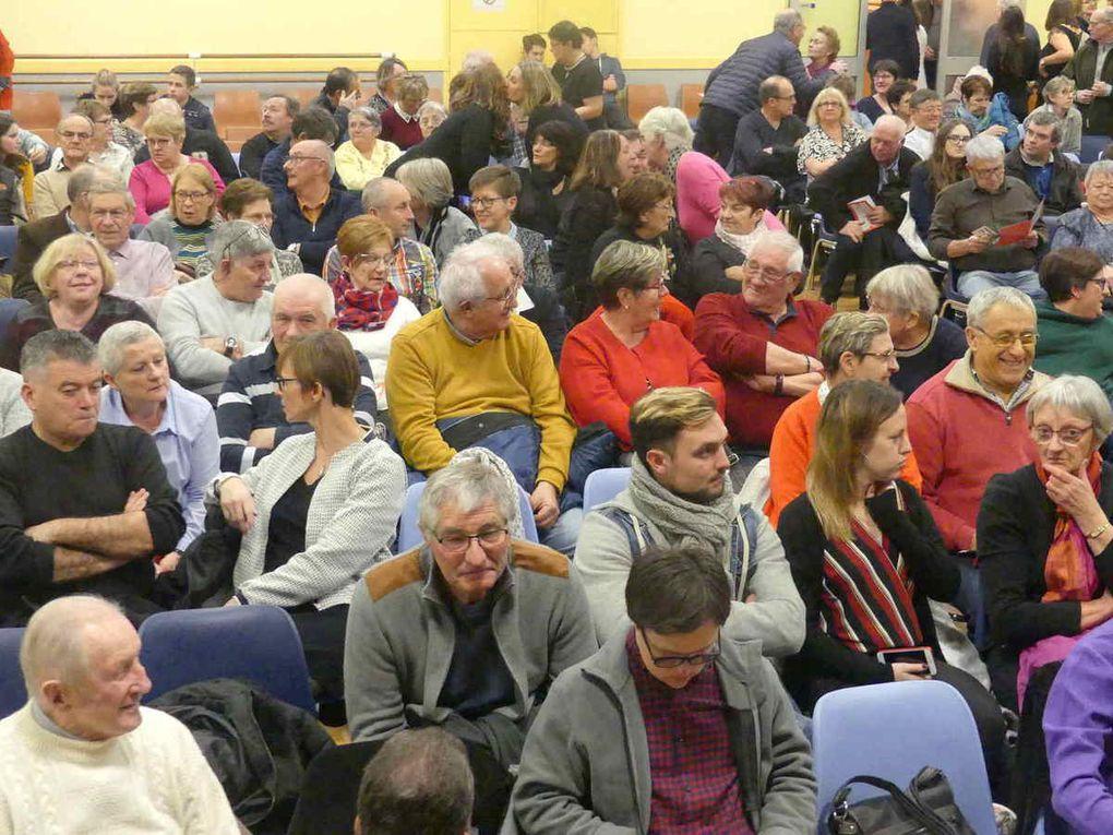 Plus de 200 personnes présentes dans la salle