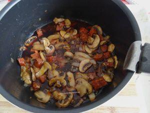 Sot l'y laisse de dinde à la sauce tomate et chorizo au bourgogne