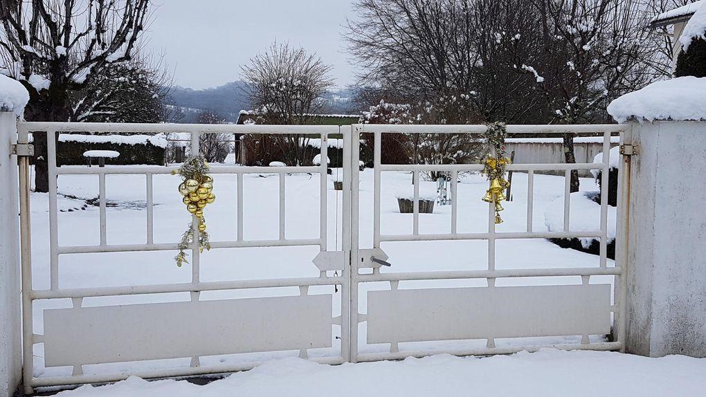 Cassagne  neige dimanche... il neige encore... confinement obligatoire...des photos encore