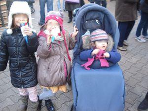 Le marché de Noël avec une crêpe pour le gouter... hummm on s'est régalés... et les jeux...