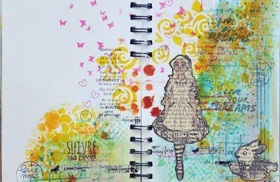Une page d'Art Journal avec Alice aux Pays des Merveilles...