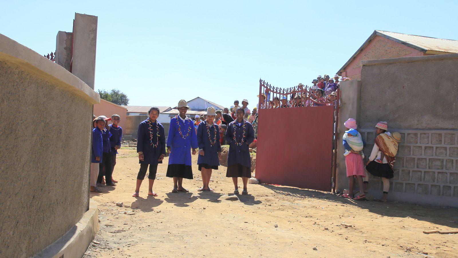 l'accueil des élèves le jour de l'inauguration